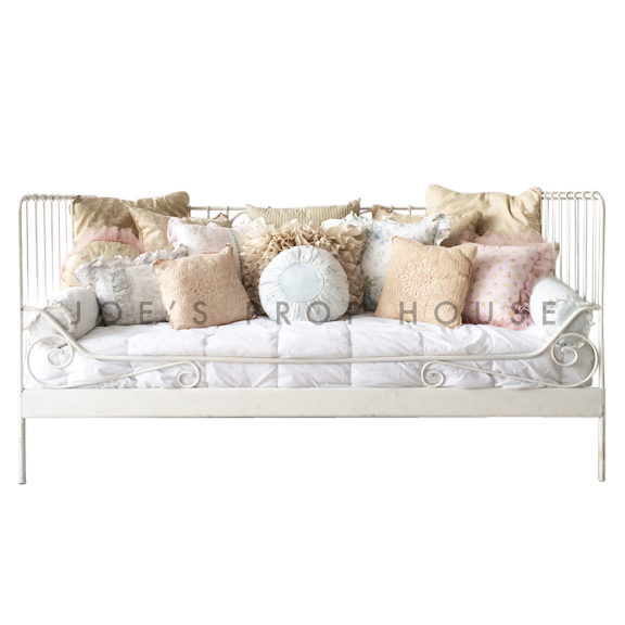 Ella Daybed w/Assorted Print Pillows L76.75po x P39.5po x H37.5po