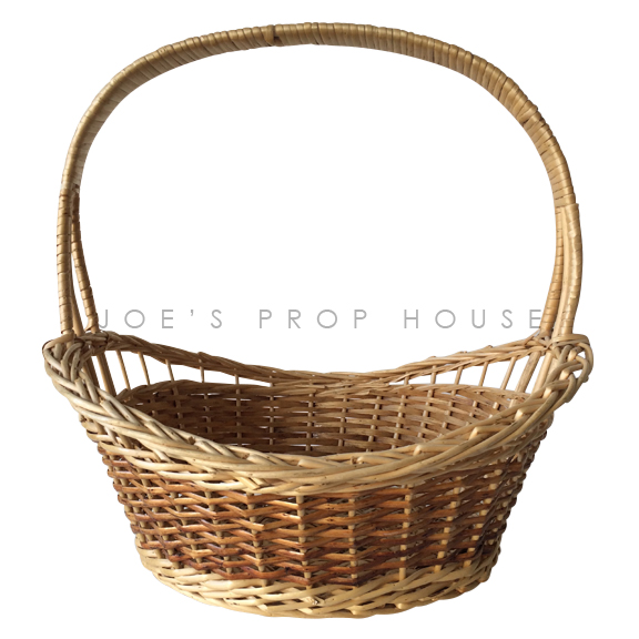 Colette Oval Wicker basket w/Handle